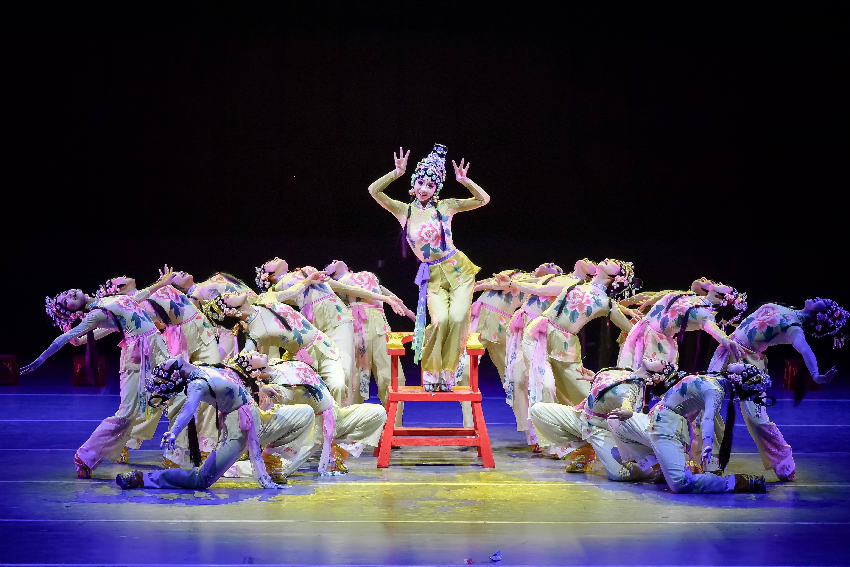 四川省绵阳市艺术学校原创舞蹈《跷巧俏》入选中国舞蹈优秀作品集萃