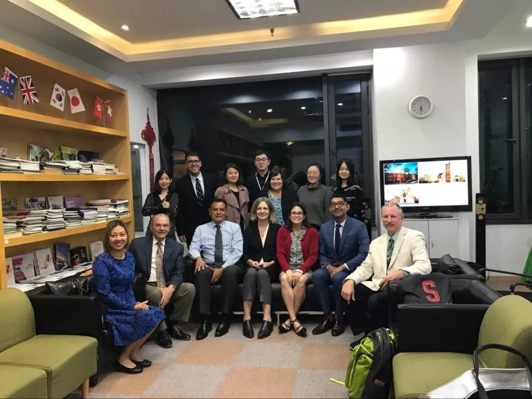 杭州香港留学机构哪家好-中青留学,您身边的责任型留学专家。